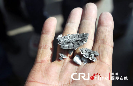 officials found at the scene of the grenade explosion show fragments. Source: cfp