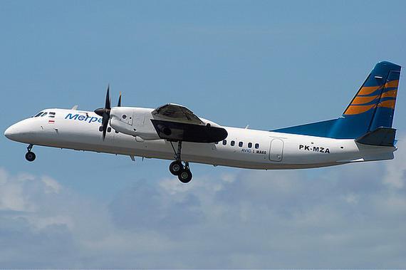 图文:国产新舟60客机翱翔在蓝天