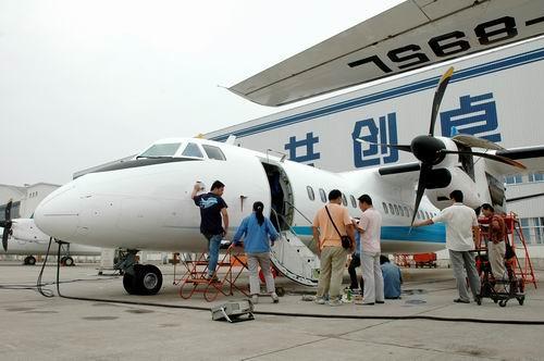 组图:国产新型涡桨支线新舟600飞机总装下线