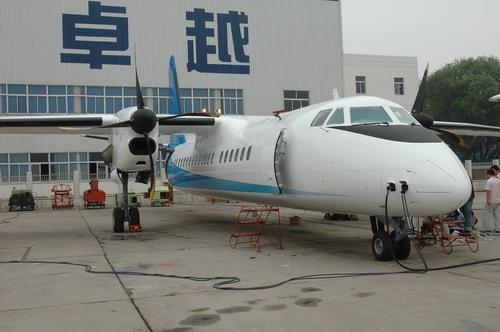 图文:新舟600飞机通电测试