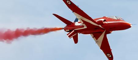 图文:红箭飞行表演队驾驶的飞机