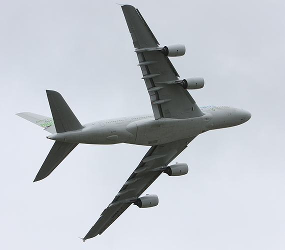 图文:空客公司A380宽体客机采上下双层布局