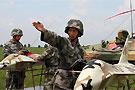 中方特战队员操纵无人机
