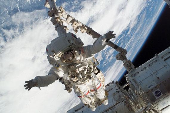 """介绍说,今年5月底,""""发现""""号航天飞机将飞往国际空间"""