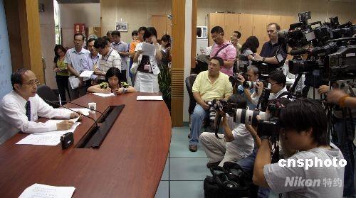 台北松山机场首架两岸周末包机启航飞往上海