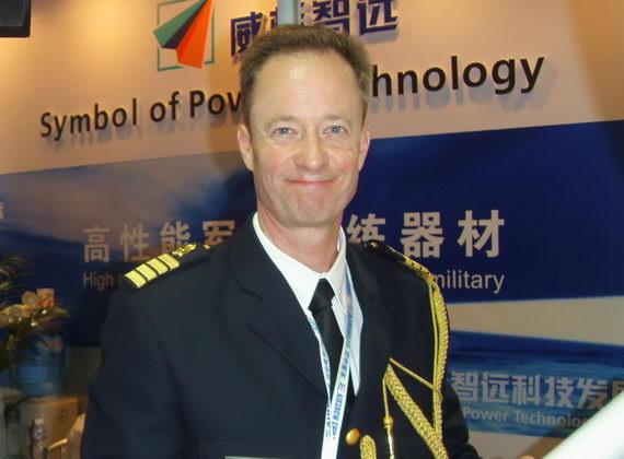 瑞典驻华大使馆、驻朝鲜大使馆上校武官与我公司产品合影。
