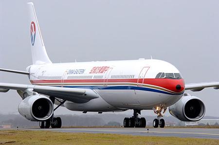 东航空中客车a330-300飞机
