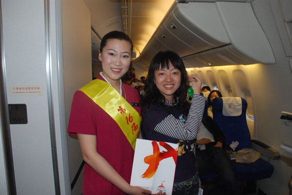 南航招收的奥运空姐正式单飞