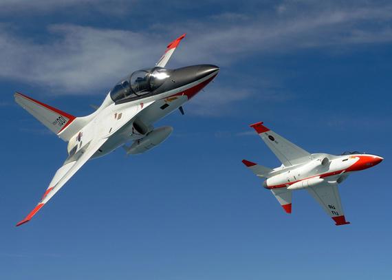 韩国称国产T-50高级教练机功能顶尖