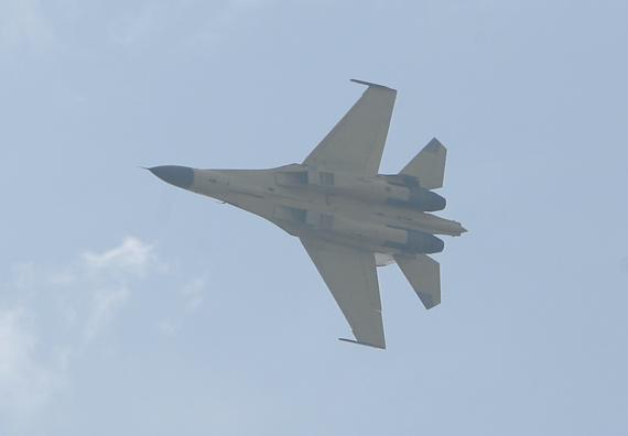 国产歼11战机航空大会上献艺 摄影:杜长军