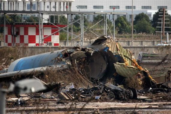 """28日在上海浦东机场起火坠毁的津巴布韦籍货机""""黑匣子""""已经找到."""