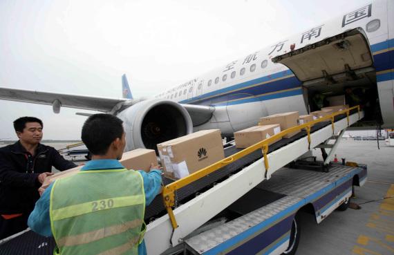 16日,南航再次派出救灾包机(航班号cz8888 a320飞机),赴灾区将因高原图片