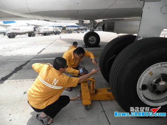 执行包机任务的b-6625飞机准点返回黄花国际机场后,立即组织过硬的