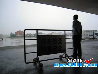 青岛流亭机场执勤
