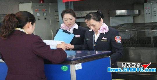 青岛机场客运部开展值机岗位业务技能大比武_新浪航空