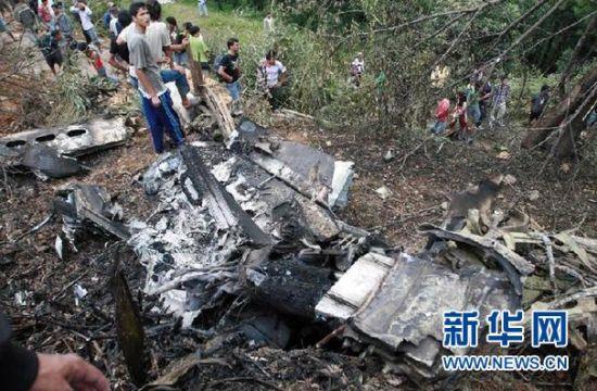 尼泊尔小型飞机坠毁机上19人全部遇难