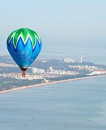 热气球飞跃海洋