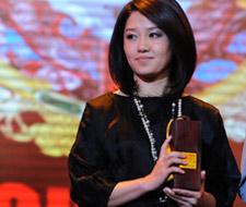 夏奈尔落户上海滩 香奈儿品牌代表王晓戈领奖