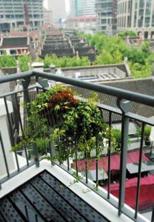 窗外可以俯瞰上海民居