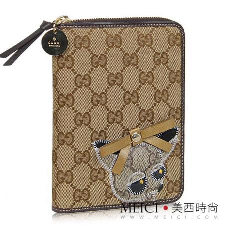 gucci的小狗系列让奢品的富贵感与小动物的调皮可爱结合到一起,唤醒你