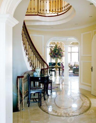 圆形的楼梯空间,使别墅更为圆润,空间多变。