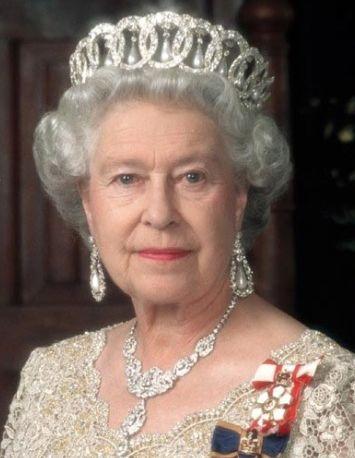 英国女皇伊莉莎白二世-英女王戴动物皮毛雪帽遭动物维权人士指责图片