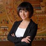 杜晗绮:著名家庭治疗师、催眠治疗师。担任多家知名媒体特约嘉宾,女性时尚、情感类谈话节目的主持人,及知名时尚杂志专栏作家。