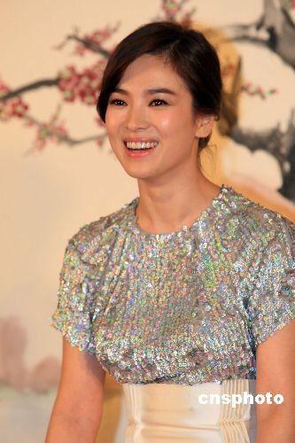宋慧乔新片被列为18禁 女女恋 激情戏太露骨