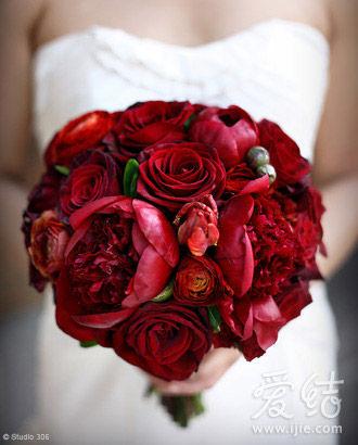 6款风格不同红色手捧花