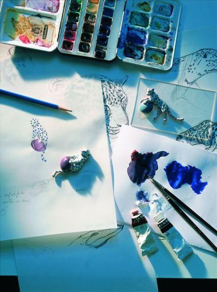 珠宝轮廓图描绘了宝石的颜色、质地和密度的所有细节