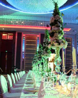 婚宴场所的首选;而其雅致多元的宴会台面布置及多款宴会摆台则全方位