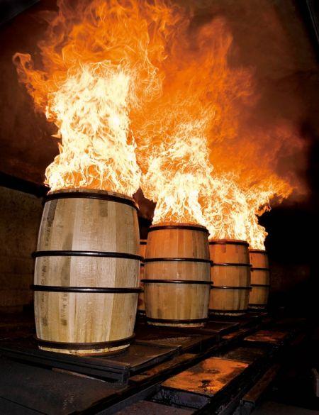 """""""炙烧""""酒桶以满足格兰杰威士忌的要求"""
