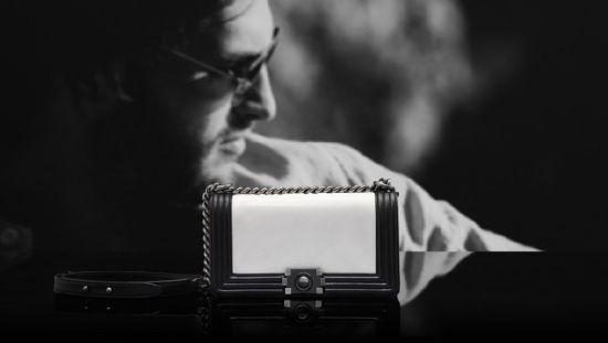 Chanel(香奈儿)推出2012度假系列:黑白链条包