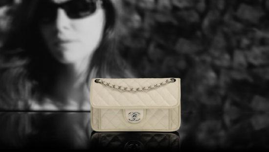 Chanel(香奈儿)推出2012度假系列:乳白色手袋