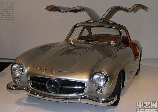 """正文    """"仿生学""""在汽车设计中的应用由来已久,设计师们通过模仿动物"""