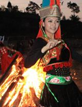 篝火边跳舞