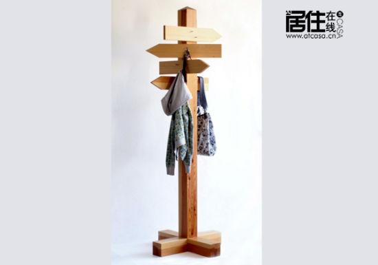 木制指路牌式家具