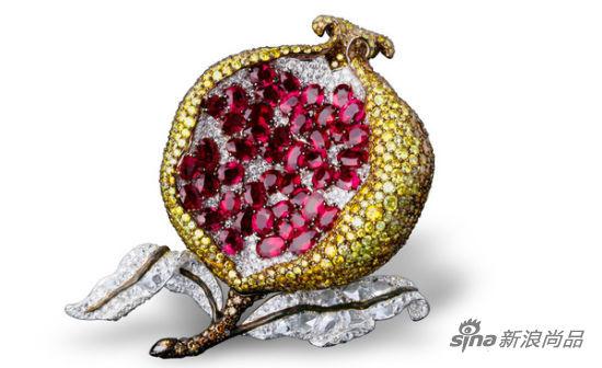 香港珠宝设计师王幼伦的石榴胸针