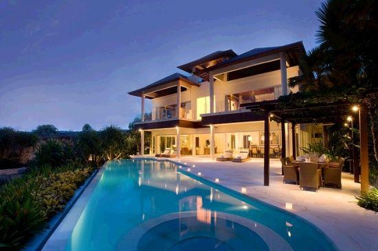 设计家居 > 正文    这座豪华别墅位于印尼巴厘岛南端一处悬崖边上,带