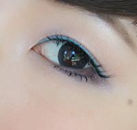 淡粉色的腮红眼影细腻自然