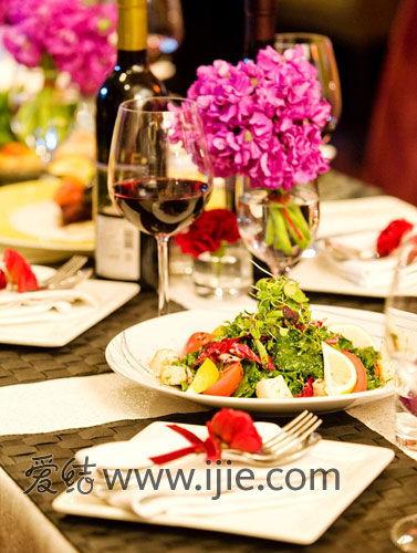 将欧式古典风情和现代浪漫融为一身的老镇玫瑰餐厅,给新人们带来一场