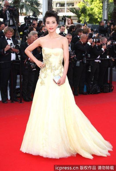 李冰冰一袭浅黄色GUCCI公主礼服踏上红地毯