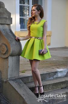 荧光色连衣裙简单时尚又大气