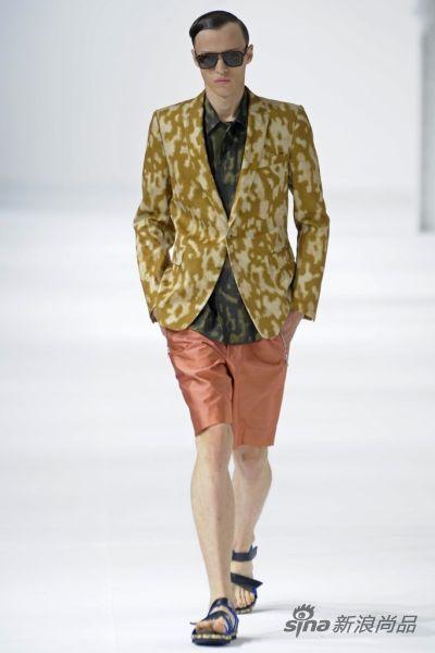 绸缎质地短裤也是此次男装周的主流趋势