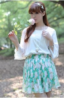 镂空袖口加蓝白碎花穿出淑女范儿