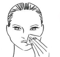 静待5分钟后用化妆棉轻按皮肤