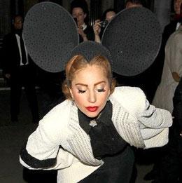 GAGA伦敦时装周化身米老鼠