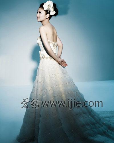 婚纱是由曾为selina的婚纱设计师林莉设计(图片来源/林莉)