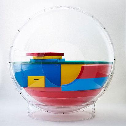 """""""泡泡""""屋根据人体大小制作,它的直径为180厘米,重量约为97公斤。"""