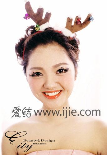 烟熏不是每个人都适合,所以会根据新娘的五官和要求来做妆容!